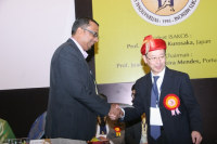 Deepak Goyal Honored by ISAKOS President Masahiro Kurosaka, ISAKOS India 2014